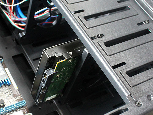 电脑机箱硬盘拆装指导